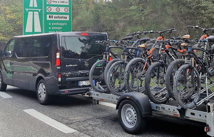 Navettaggio di 8 ospiti e 8 bici